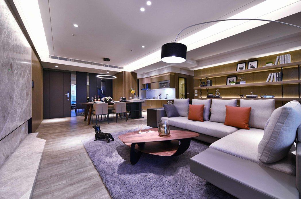 54.37坪四房格局,客餐廳加上3米2挑高,相當舒適。 圖片提供/隆大營建