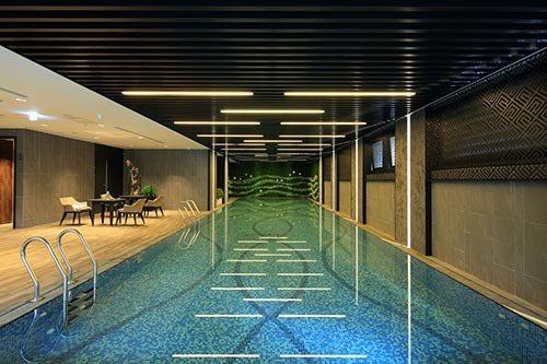 規劃18米兩水道溫水游泳池,提供住戶如飯店般的公設,圖為現場實景。