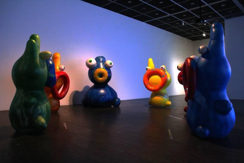 二樓的《蛋寶寶》大型氣球。圖/非池中藝術網攝。