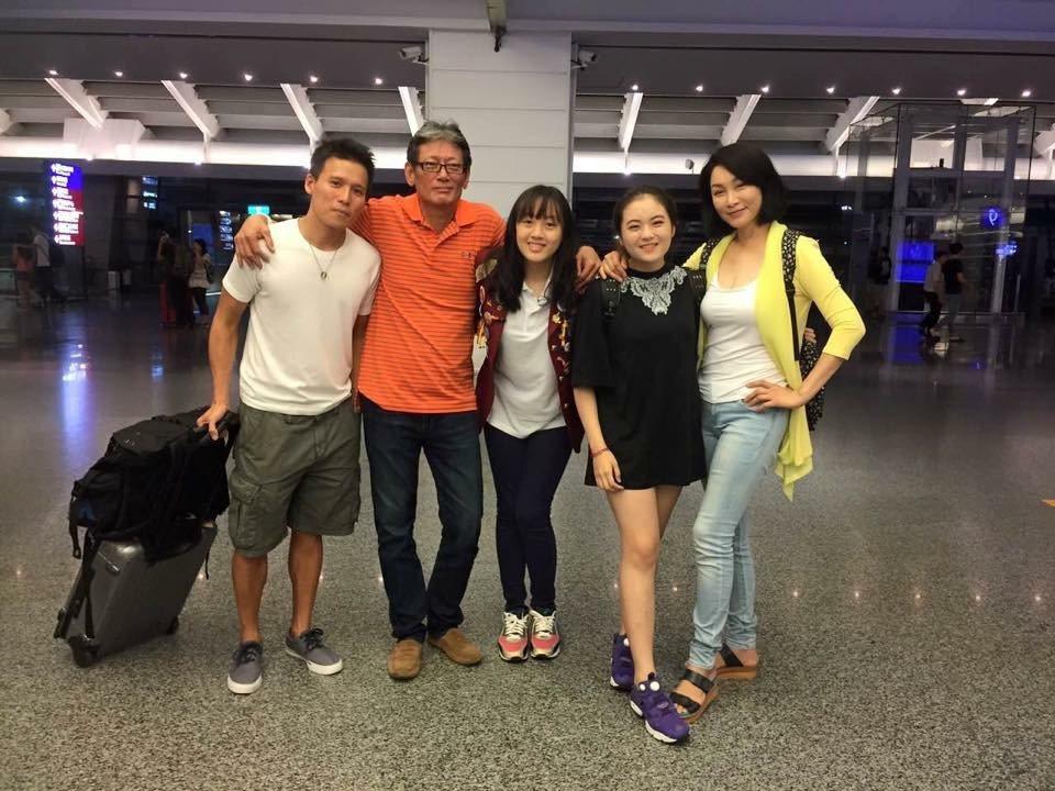 郭泰源(左二)和家人團聚。 圖/翻攝自臉書