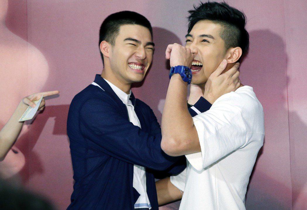 新生代演員陳世承(左)與徐韜則飾演小鮮肉版的同性情侶,今天首映會上四位當場挑戰劇...