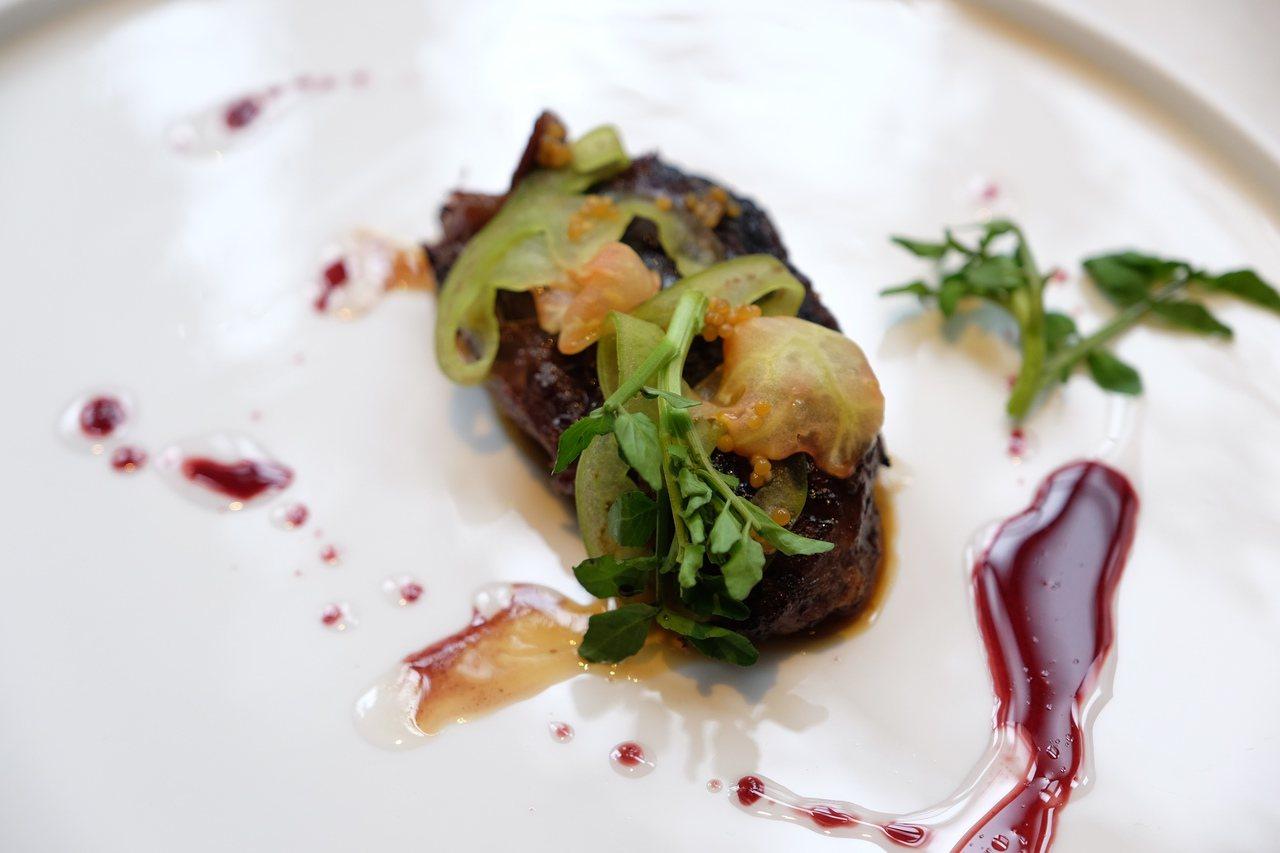 和牛頰、綠番茄、芥末籽。圖/台北花園酒店提供