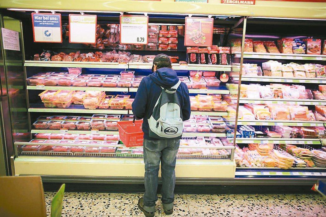 受惠黃小玉等原物料成本走跌、加上台幣升值等有利因素,激勵昨(10)日食品類指數上...