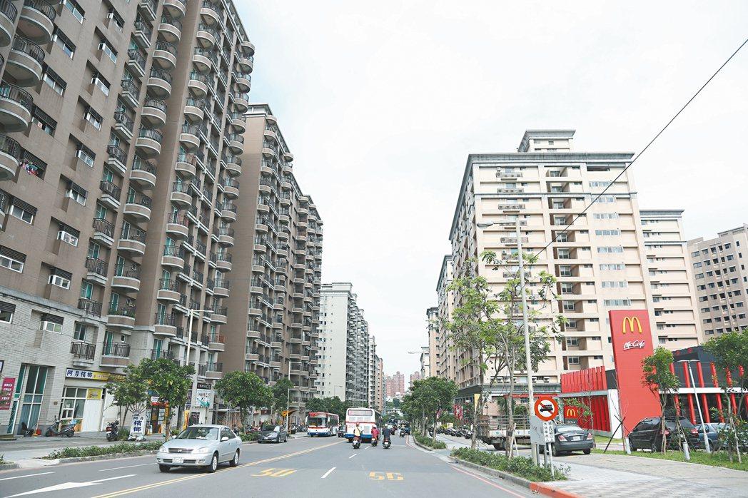 北台灣餘屋重鎮重劃區,新成屋房價持續破底。圖為淡海新市鎮。 本報系資料庫
