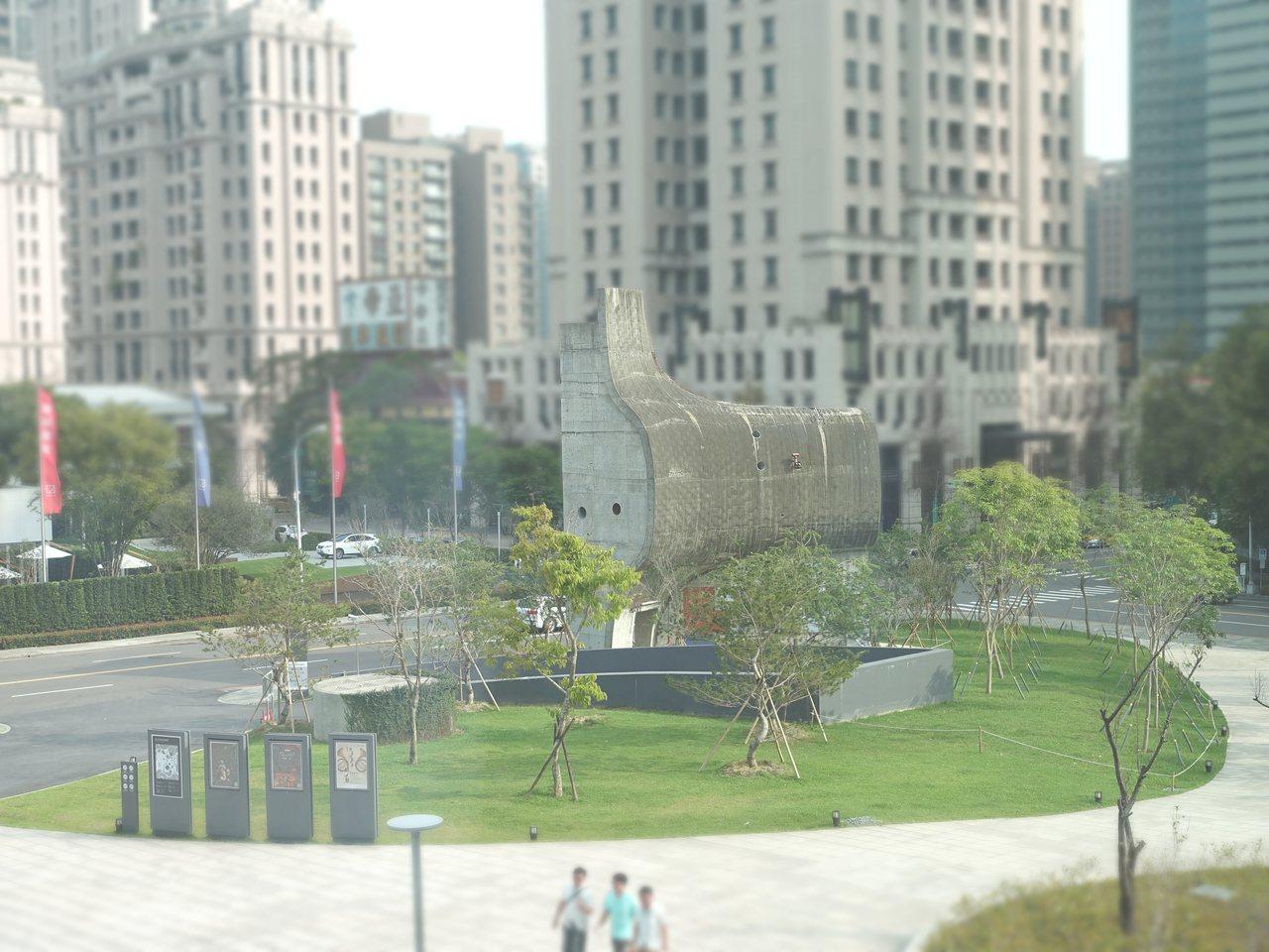 建築粗胚實體模型是興建國家歌劇院的大功臣,如今保留在歌劇院周圍。