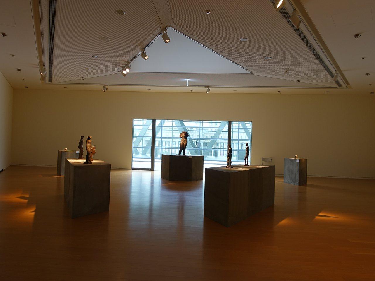美術館中的展館,幾乎都是正三角形的空間。
