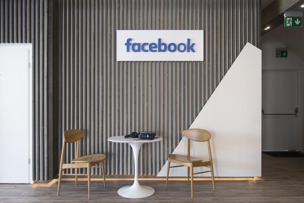 臉書更新演算法,防止用戶點擊到「點擊農場」等「低品質網頁」,作為打擊垃圾郵件與錯...