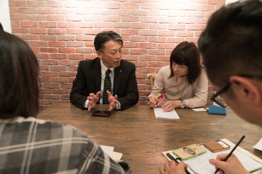 台灣麒麟啤酒股份有限公司董事長濱利仁表示,全台季節限量九萬瓶的「飛機雲與我」適合...
