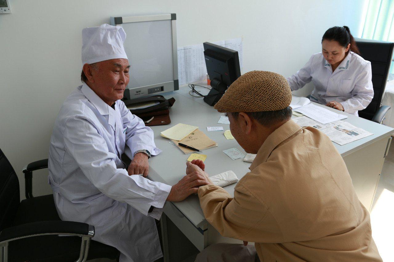 「看病難、看病貴」這個中國醫療服務的老病根,隨著現代蒙醫服務體系的建立,也逐步侵...