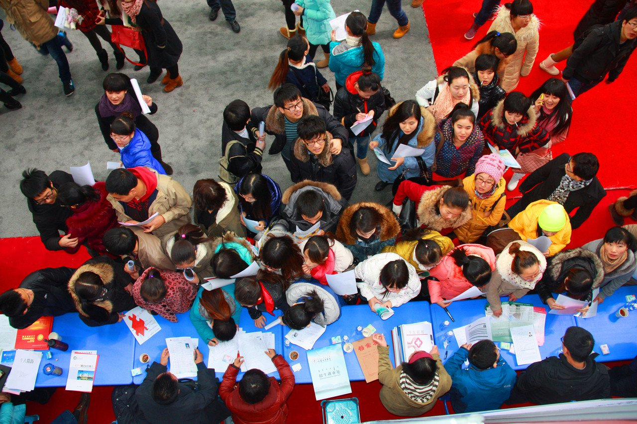 內蒙古醫學院(現內蒙古醫科大學)成立中蒙醫系、蒙醫基礎理論教研室後,蒙醫教育才正...