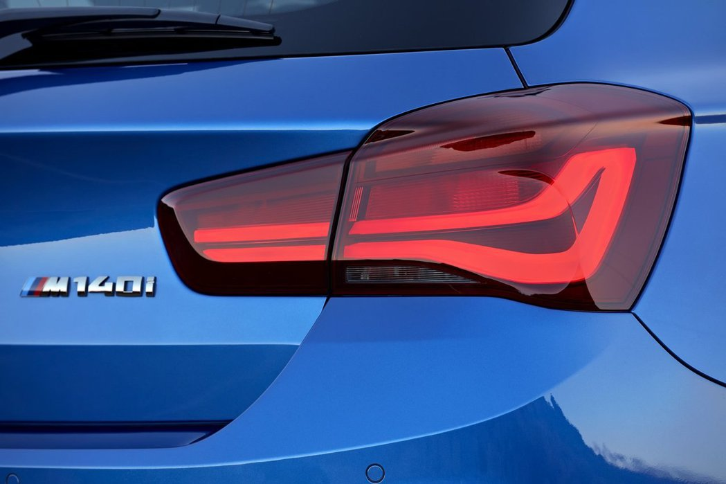 小改款BMW 1-Series燻黑尾燈。圖/BMW提供
