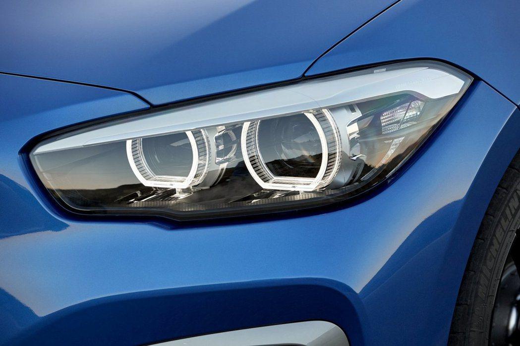 小改款BMW 1-Series燻黑頭燈。圖/BMW提供