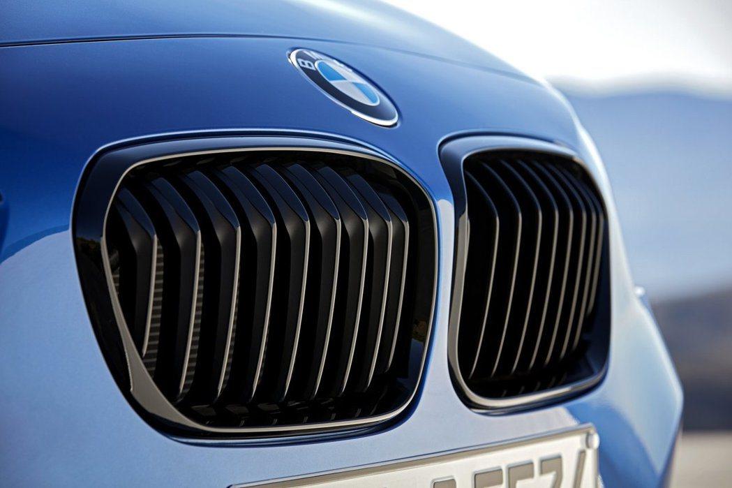 小改款BMW 1-Series黑色水箱護罩。圖/BMW提供