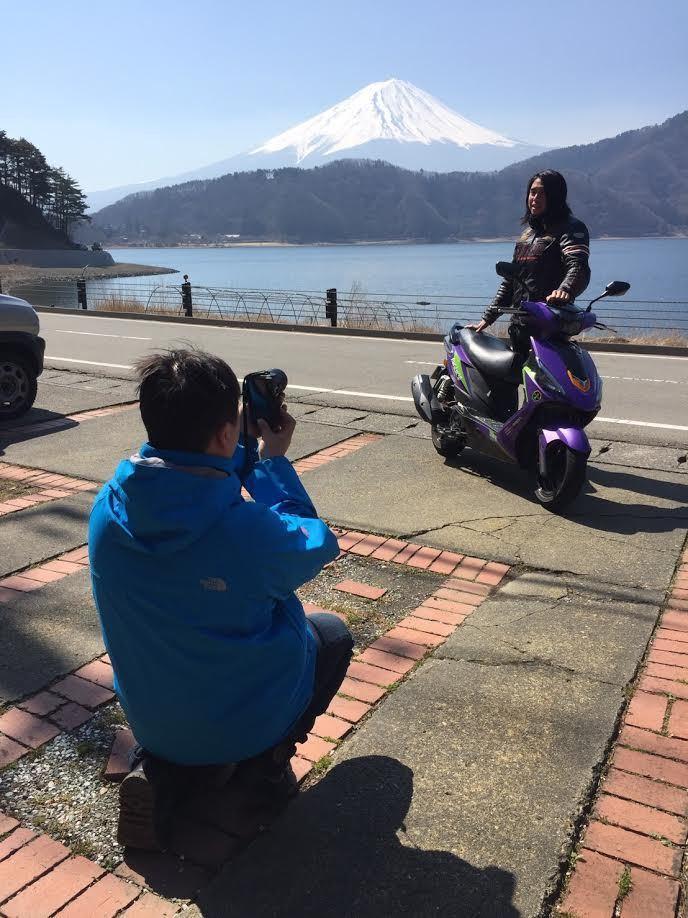 專業玩家小薛挑戰富士山山路測試。 宏佳騰提供