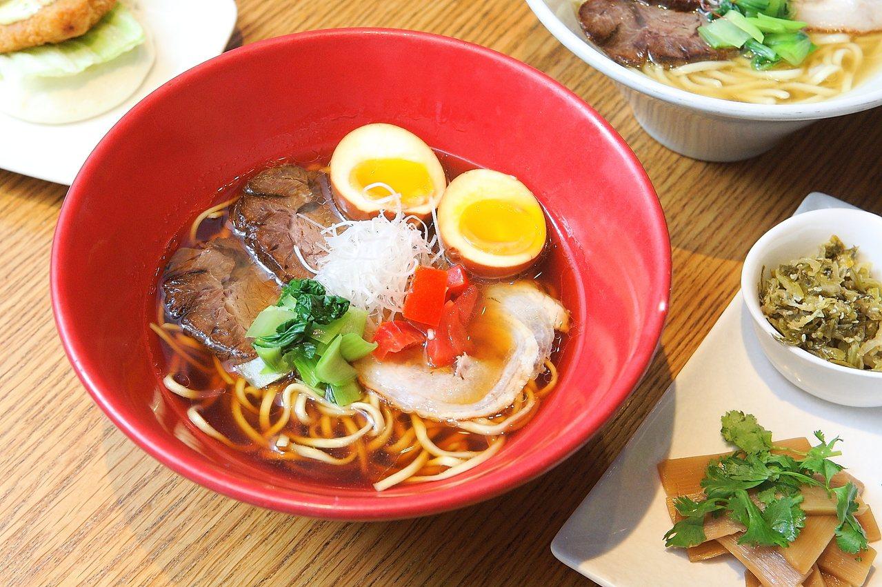 一風堂赤牛肉麵,是結合台式牛肉麵與日本拉麵的限定產品。記者陳睿中/攝影