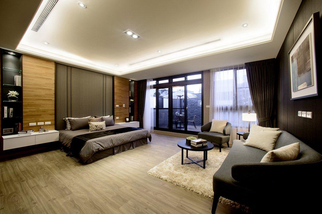 很難看到主臥室比一般住家客廳都還大的空間/業者提供實景 業者提供