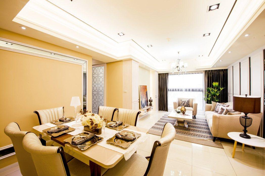 餐廳空間以奶茶色漆面表現柔和溫馨的家庭氛圍,凝聚一家的幸福時光。 超級花園/提供