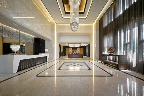 挑高7米迎賓大廳風華入韻 實景拍攝 / 豐謙建設提供