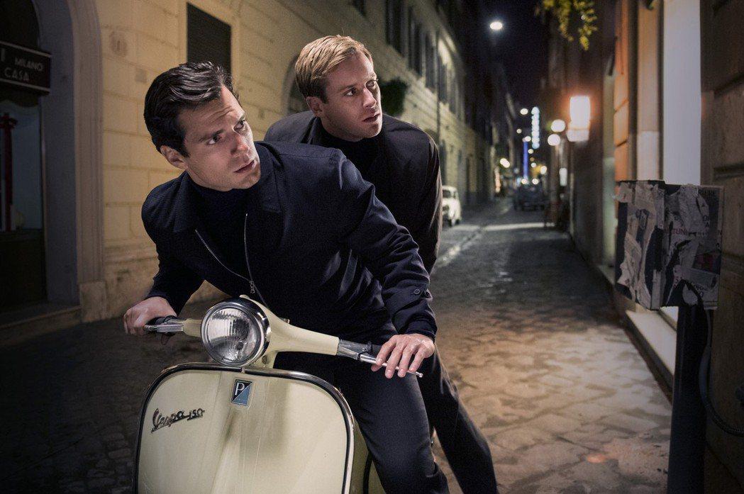 由亨利卡維(左)、艾米漢默(右)主演的「紳士密令」據傳有望拍攝續集。圖/華納兄弟