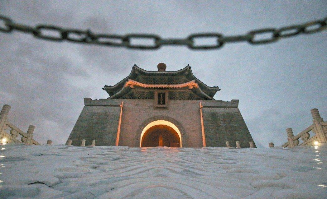 「中正紀念堂周邊特定專用區高度管制細部計畫變更案」日前通過公展,今天首度進入台北...