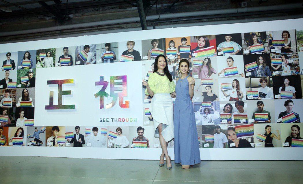 楊丞琳(右)與曲家瑞(左)出席展覽活動,共同揭幕巨型「正視牆」。記者陳瑞源/攝影