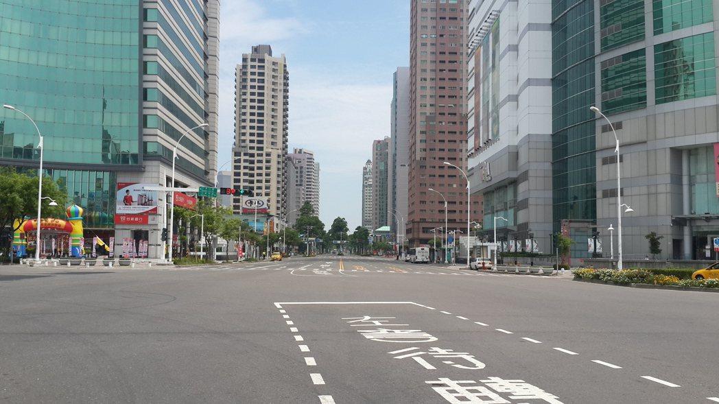 圖為日前南部地區萬安演習,高雄市中山二路馬路淨空,有如空地。記者黃宣翰/攝影