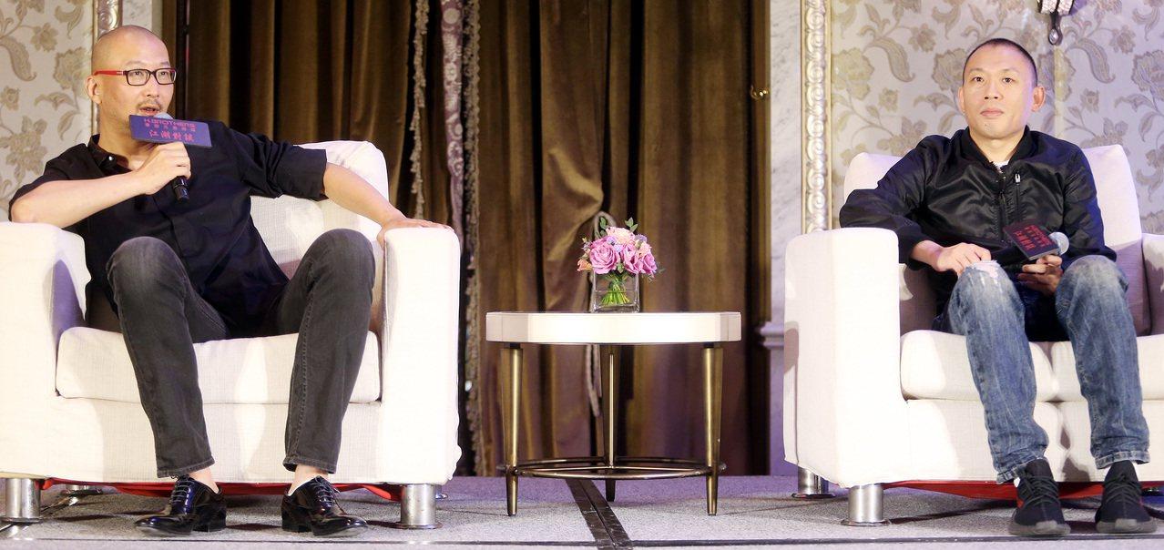 大陸導演管虎(左)與程耳今天飛抵台灣進行「江湖對談」。記者侯永全/攝影
