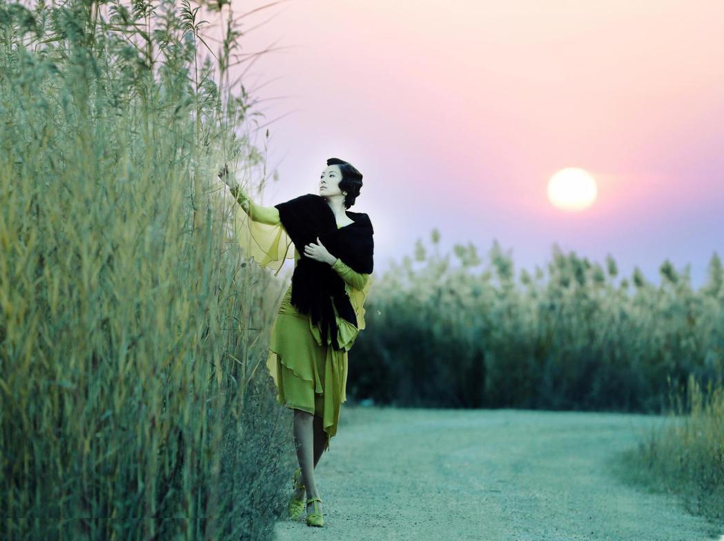 大陸女星章子怡在新片「羅曼蒂克消亡史」中,扮演性感招搖的交際花。圖甲上提供