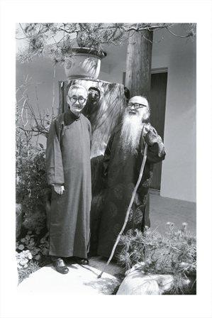 圖四:1978年,張大千(右)與莊嚴兩位同庚老友在摩耶精舍中庭合影。 (圖/莊靈...