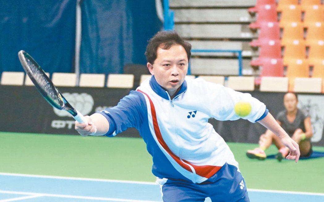 林頌凱熱愛網球運動,而網球卻也是造成他受傷的原因。 圖/林頌凱醫師提供