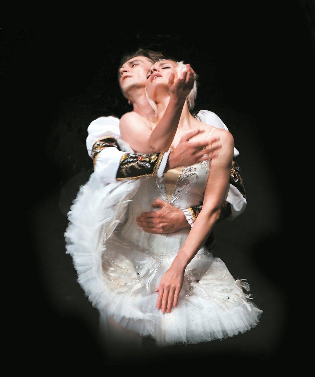 聖彼得堡芭蕾舞團演出《天鵝湖》劇照。 圖/聯合數位文創提供