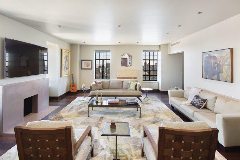 這間公寓包含三間臥室、兩間半浴室,設有私人電梯、加熱地板、天然燃木壁爐。(Zil...
