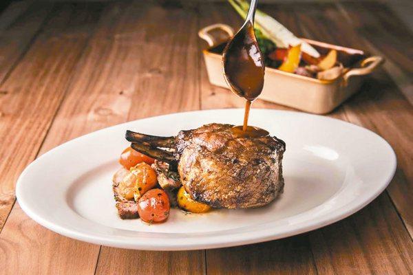 Que原木燒烤餐廳戰斧豬排。