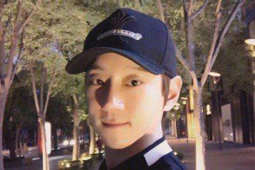 南韓歌壇消息人士透露,歌手黃致列正努力準備新曲,力爭6月發布。同時,他還將於6月24和25日兩天舉行出道以來首場個人演唱會,紀念出道10週年。南韓「亞洲經濟」報導,黃致列目前正擔任KBS2TV音樂節...