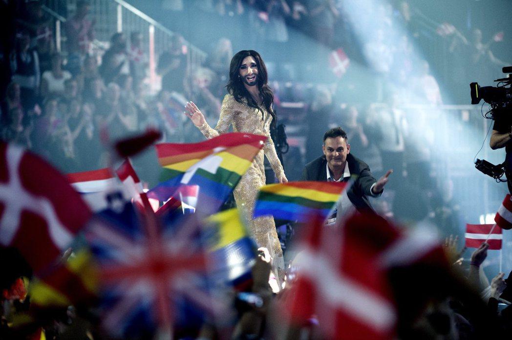 媒體對康琪塔的得獎感言有不同的詮釋:同時是同志人權的戰歌,也是自由民主對專制壓迫...