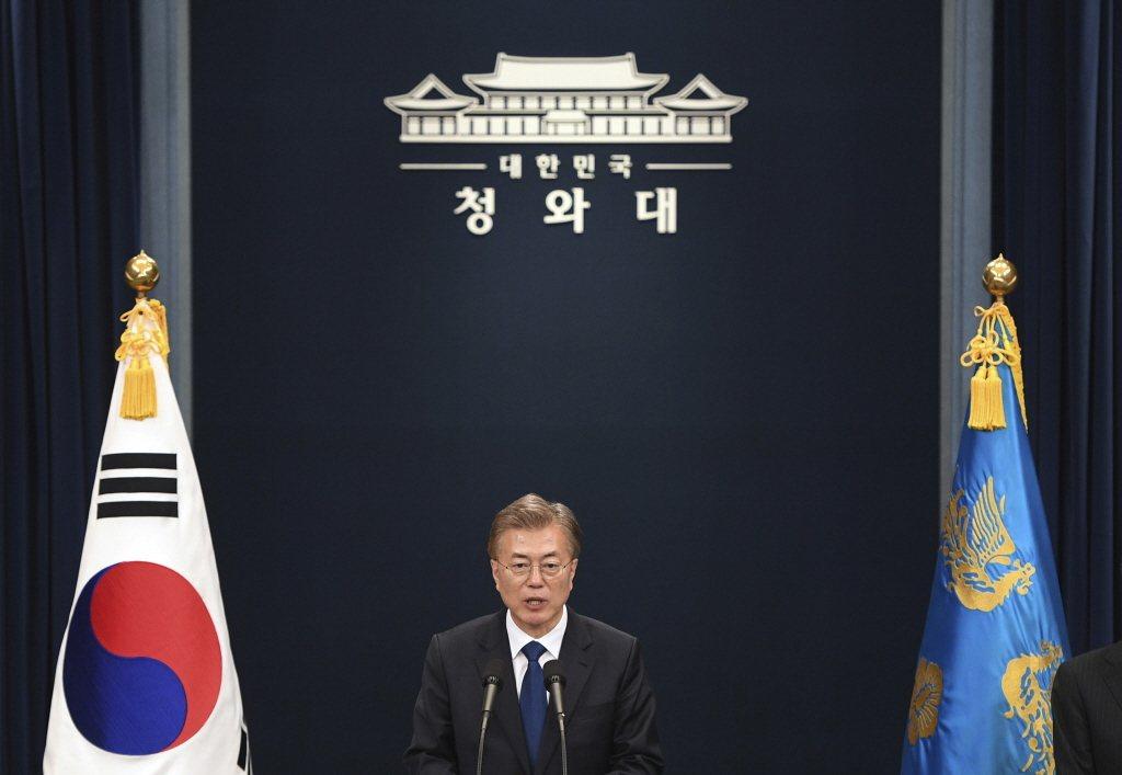第十九屆南韓總統大選投票在5月9日正式結束,由共同民主黨候選人文在寅獲勝,終結保守派近十年的執政,完成政黨輪替。 圖/美聯社