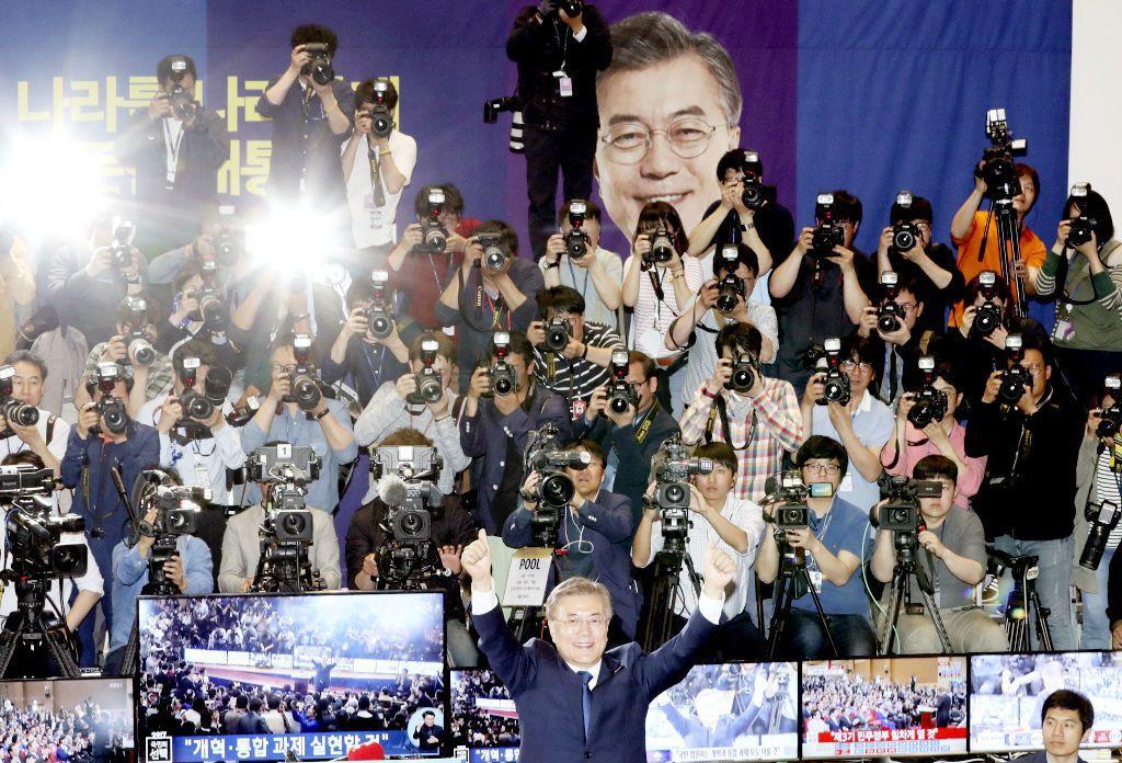 告別了讓南韓年輕人丟臉丟到國際將近半年的503前總統,年輕人對改變的期待,早在選戰投票之前就一直發酵著,之後也會持續發揮效用,監督政府。 圖/美聯社