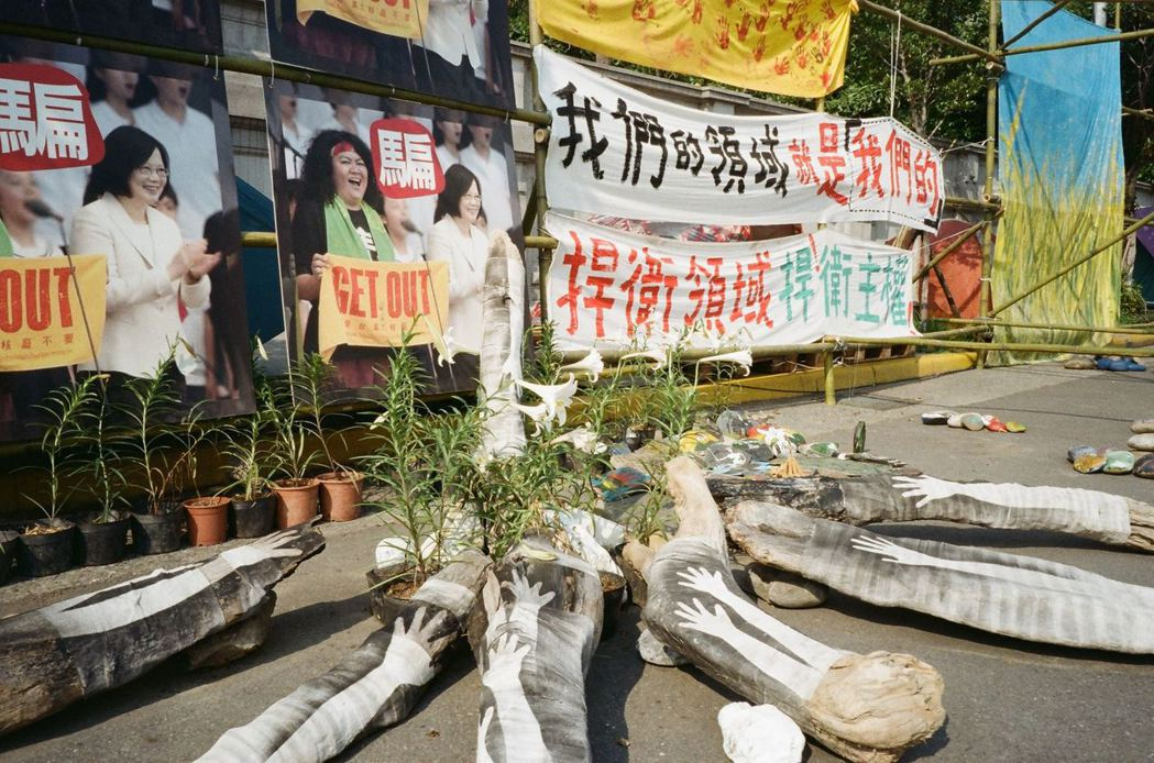 凱道上抗議傳統領域劃設辦法的人們,自2月23日開始至今,已駐足超過70天。 攝影/許伯崧