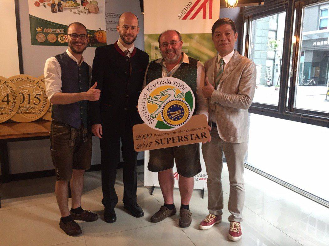 左起健多樂油坊代表事業處處長Ulrich kiendler、奧地利台北辦事處處長...