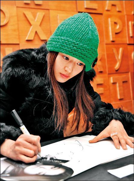 全智賢也是Tasaki Balance珍珠戒愛好者,她和徐若瑄先後配戴這款戒指,