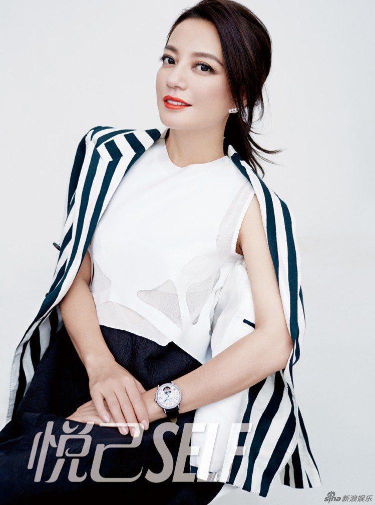 趙薇拍攝雜誌以簡約俐落造型搭配TASAKI balance diamonds p...