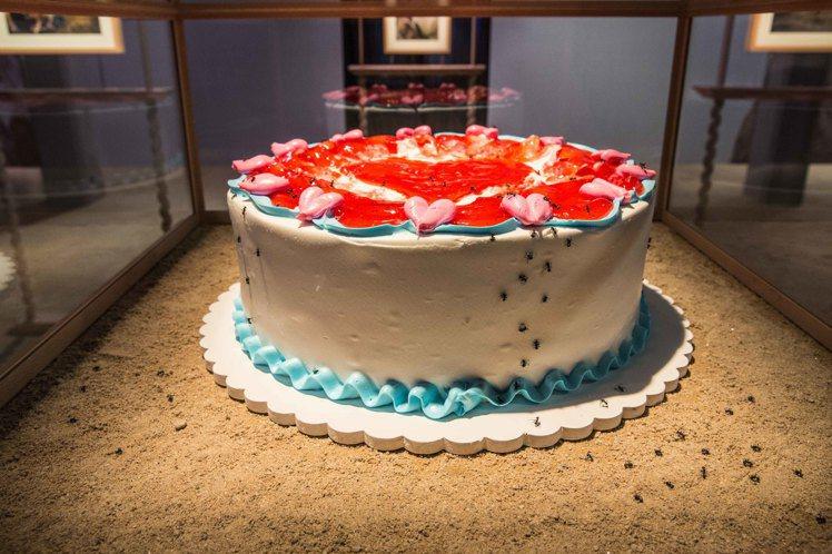 特別為吉婭柯波拉的展區打造出的草莓果醬蛋糕,配上螞蟻裝飾非常有趣。圖/Gucci...