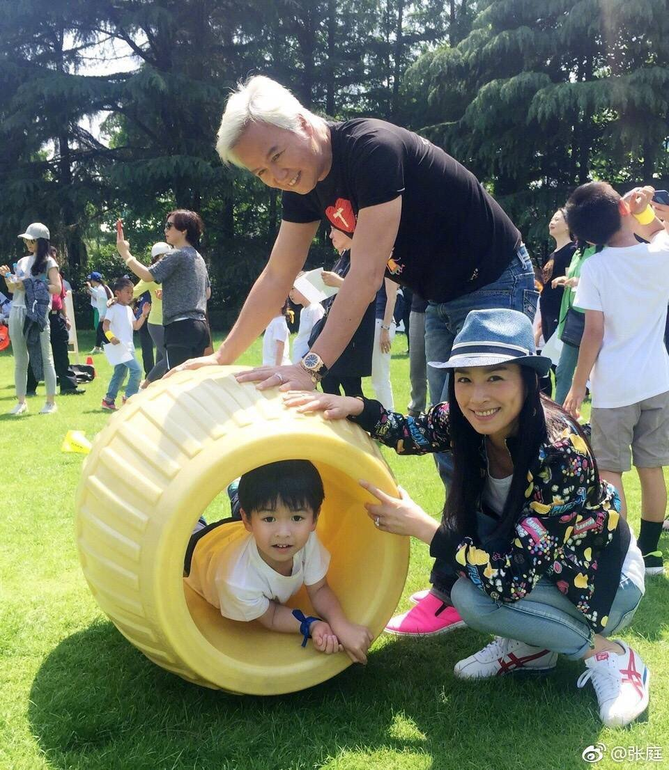 張庭、林瑞陽夫妻日前帶兒子參加學校運動會。圖/摘自張庭微博