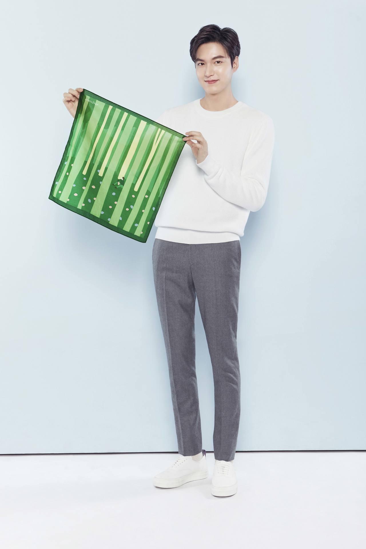 李敏鎬代言的innisfree將於6月舉辦手帕月活動,推出3款限定版環保手帕。圖...