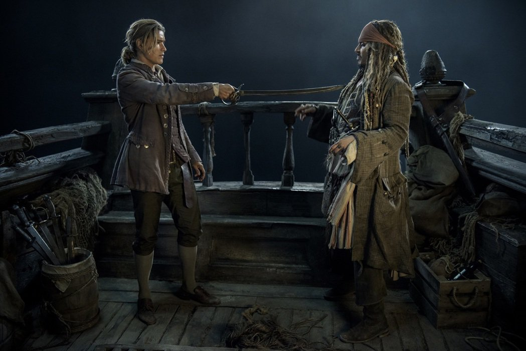 布蘭登思懷茲(左)和強尼戴普是「加勒比海盜  神鬼奇航:死無對證」兩位要角。圖/...