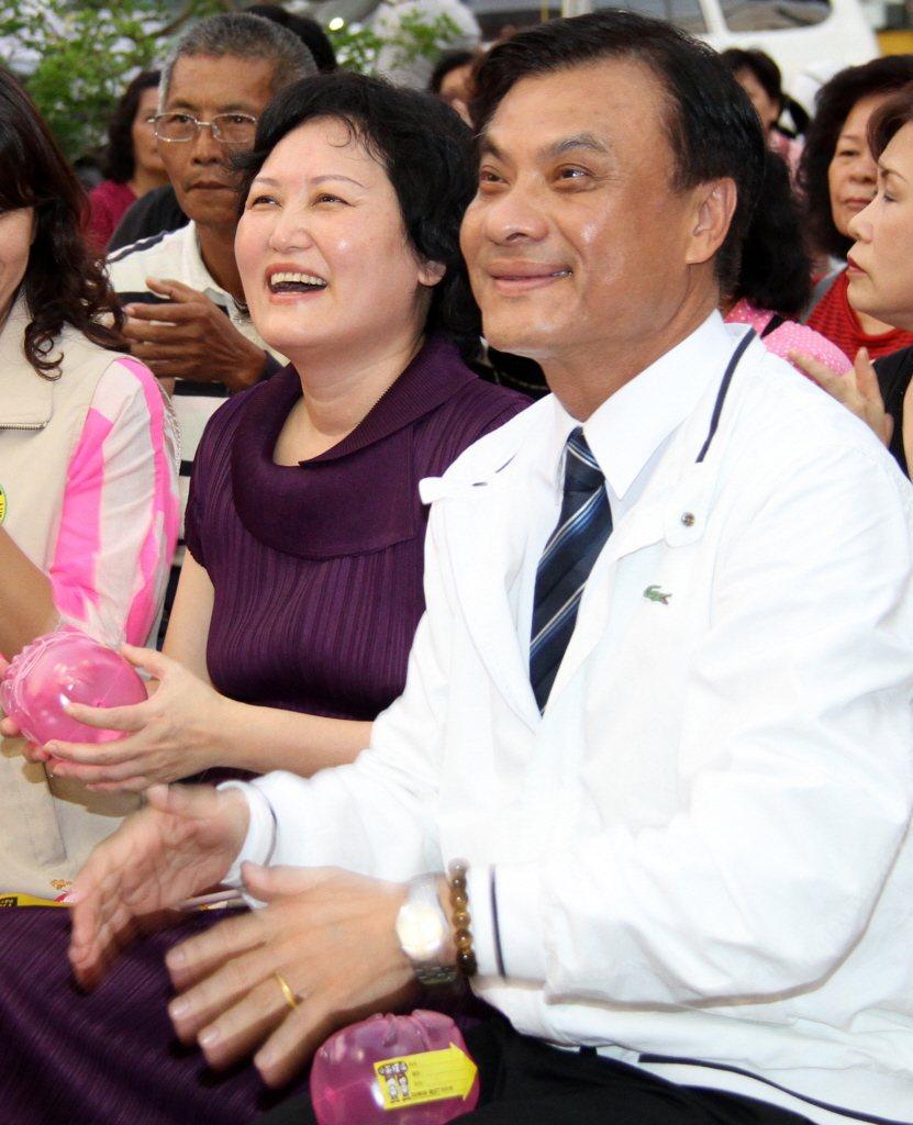 立法院長蘇嘉全(右)及其妻洪恆珠(左)。聯合報資料照片/記者劉學聖攝影