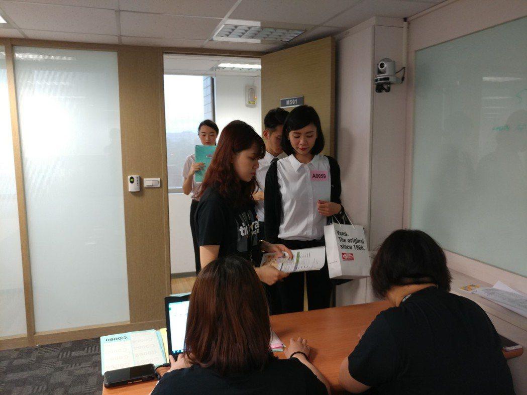 台灣虎航有1,200名參與初試甄選,複試將於5月20日及21日進行,預計錄取60...