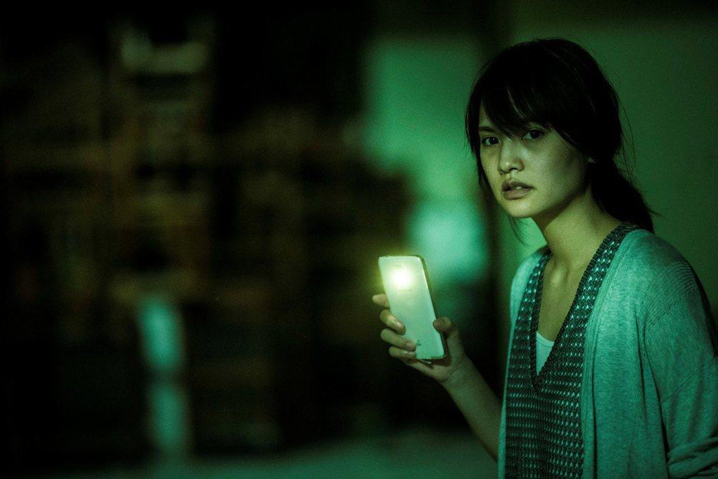 楊丞琳被「紅衣小女孩2」嚇到尖叫。圖/威視提供