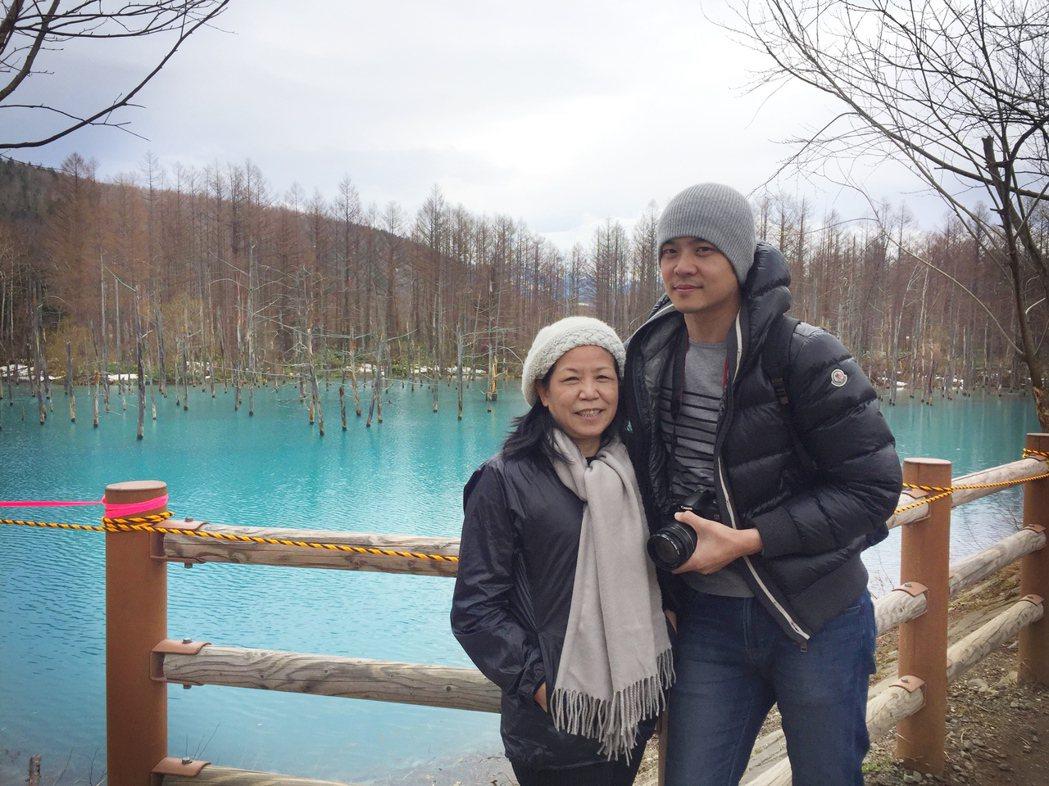 姚元浩帶媽媽到北海道旅遊。圖/傑星提供