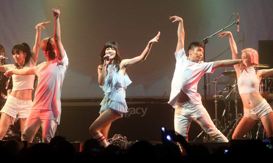 李千娜 「Voice Up Concert讚聲」演唱會在華山legacy舉行,唱...